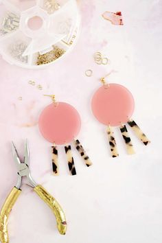 Earrings Diy Geometric Acrylic Earring DIY – A Beautiful Mess - I love seeing all the bold geometric earrings made out of acrylic shapes floating across my feeds lately. Diy Acrylic Earrings, Diy Earrings Dangle, Diy Necklace, Diy Geometric Earrings, Infinity Necklace, Gold Earrings, Necklace Storage, Leather Earrings, Pendant Necklace