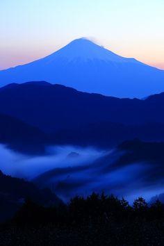 Fuji, Japan (the Shizuoka side! What A Wonderful World, Beautiful World, Beautiful Places, Beautiful Pictures, Fuji Mountain, Monte Fuji, Japanese Landscape, Watercolor Landscape, Japanese Culture