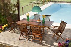 Un juego de mesa y sillas de madera en el deck de tu pileta son el elemento ideal para pasar buenos momentos con la familia y los amigos. ¡Agregá colores y flores para crear un espacio cálido y divertido! #Deck #Mesas #Exteriores #Verano #AireLibre