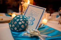 modern Jewish wedding blue table decor  www.themodernjewishwedding.com