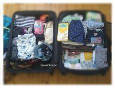 Das erste Mal fliegen mit Baby ist für jedes Elternteil eine Herausforderung. Hier seht ihr meine Zusammenfassung an Utensilien für Gepäck und Flugzeug.
