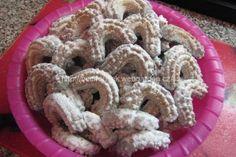 Sádlové vanilkové rohlíčky | jitulciny-recepty.cz Christmas Baking, Christmas Cookies, Sweet Desserts, Desert Recipes, Nutella, Cereal, Food And Drink, Sweets, Breakfast