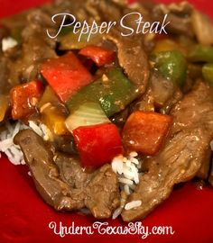 Here's a quick and easy recipe for pepper steak. It is a beautiful dish that is both delicious and a snap to prepare. Pepper Steak, Looks Yummy, Main Meals, Quick Easy Meals, Beef Recipes, Main Dishes, Texas, Stuffed Peppers, Sky