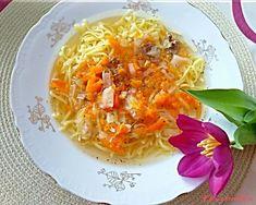 """Hovězí vývar s nudlemi: """"Každý má rád vývar jinak. Někdo rád řídký jinému v něm musí lžíce stát čím více zeleniny a nudlí tím lépe. Postup vaření je ale ve většině případů ..."""" Thai Red Curry, Ethnic Recipes, Food, Meals"""