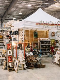 Vintage Whites Blog: 2015 vintage Christmas market recap!~~~Lovely Christmas booth indeed~~~