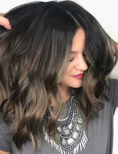 25 Balayage Hairstyles For Black Hair Balayage has become extremely popular. Here are 25 different look for balayage for black hair that have swept us off our feet. Long Hair Highlights, Balayage Highlights, Hair Color Balayage, Blonde Balayage, Balayage Hairstyle, Asian Balayage, Hair Color For Black Hair, Cool Hair Color, Brown Hair
