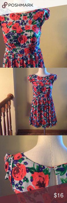 Moon Collection Floral Bistro Dress Rayon/polyester, structured waist (no stretch), a-line skirt, zipper up side, excellent condition Moon Collection Dresses