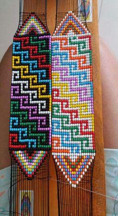 off loom beading techniques Bead Loom Bracelets, Beaded Bracelet Patterns, Jewelry Patterns, Art Patterns, Mosaic Patterns, Bead Crochet Patterns, Peyote Patterns, Beading Patterns, Embroidery Patterns