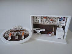 quadro cenário de lavanderia, com tecido no fundo e peças em mdf.