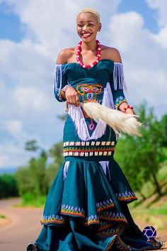 Sha Sha New designs drops her latest collection of Traditional Wedding Outfits for African couples. African Print Fashion, African Fashion Dresses, African Outfits, African Prints, Queen Fashion, Fashion Wear, Fashion Outfits, African Traditional Wear, Traditional Fashion