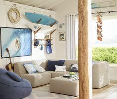 Kinderzimmer Deko ideen-motto-surfen-wandregal-surfbretter-sandtoene-blau