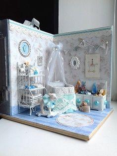 Miniature Baby Roombox ♡ ♡ By ruzana ru Miniature Rooms, Miniature Houses, Diy Dollhouse, Dollhouse Miniatures, Boite Explosive, Mini Bebidas, Mini Doll House, Doll Beds, Baby Box