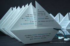 Today we show you our paper boat invitation in its purest form.- Today we show you our paper boat invitation in its purest form. It& not that easy, but the great thing about the invitation is that it … Invitation Card Printing, Online Invitations, Invitation Cards, Communion Invitations, Printable Wedding Invitations, Diy Invitations, Origami Tutorial, Origami Easy, Diy Box