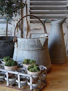 Atelier de Campagne - French antiques models and images Galvanized Decor, Galvanized Buckets, Galvanized Metal, Country Decor, Farmhouse Decor, Gazebos, Garden Styles, Vintage Decor, Inspiration