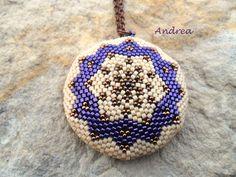 "Képtalálat a következőre: ""peyote lencse"" Beaded Rings, Beaded Jewelry, Handmade Jewelry, Beading Projects, Beading Tutorials, Seed Bead Earrings, Crochet Earrings, Native Beadwork, Bead Loom Bracelets"