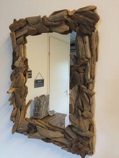 Spiegel driftwood. Hoe kan bijzonder een spiegel zijn! Dit is nog eens een echte musthave door zijn fantastische lijst van drijfhout.