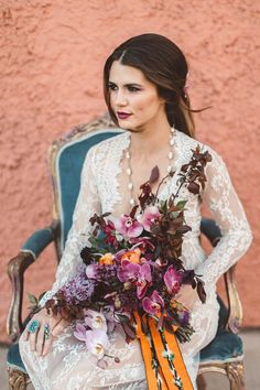 Romantic meets edgy bridal style | Image by Alicia Lucia Photography