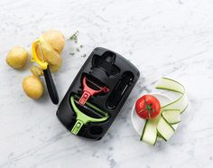 Food prep has never been so easy! Peel your produce using our Peelers from the Click Series Set Box! #Tupperware #Produce #Peeler #Kitchen #KitchenTool #MealPrep #Fruit #Vegetables