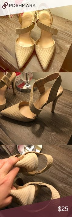 Vince Camuto tan heels Tan heels in good condition. Could use a little cleaning but other than that they are in good condition. Vince Camuto Shoes Heels