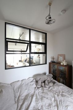 WINDOW/bed room/窓/ベッドルーム/フィールドガレージ/FieldGarage INC./リノベーション Condo Decorating, Interior Decorating, Interior Design, Shop Interiors, Small Living Rooms, Furniture Layout, House Rooms, Home Bedroom, Apartment Living