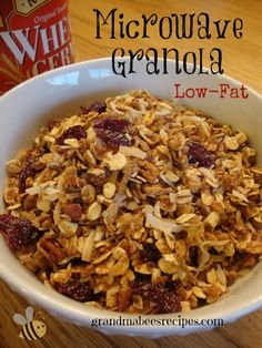 Low Fat Microwave Granola - a healthier alternative to box cereal! Brunch Recipes, Breakfast Recipes, Snack Recipes, Breakfast Ideas, Vegetarian Recipes Easy, Healthy Recipes, Fresco, Organic Recipes, The Oatmeal