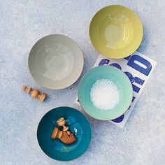 theres a great copper finish on the outside of these bowls to contrast with the enamel on the inside.