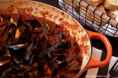 muscheln in tomatensauce / mussels in tomato sauce