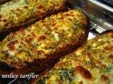 Tarif Izgarada pişmiş peynirli baharatlı kahvaltılık ekmekler