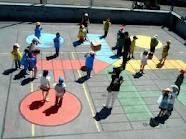 Parxís al pati Playground Painting, Playground Games, Outdoor Playground, Kids Outdoor Play, Outdoor Games, Outdoor Fun, Recess Games, School Murals, Backyard Games