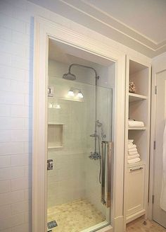 Best Modern Bathroom Shower Ideas For Small Bathroom Small Bathroom With Shower, Tiny House Bathroom, Bathroom Design Small, Bathroom Renos, Bathroom Renovations, Modern Bathroom, Small Bathrooms, Bathroom Cabinets, Basement Bathroom