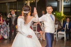 ¿Cómo bailar en tu boda? #baileboda #fotografosbodamadrid #bodasmadrid #bodas2019 #vestidonovia Lace Wedding, Wedding Dresses, Fashion, Dancing, Wedding Dress Lace, Bridal Gowns, Boyfriends, Bride Dresses, Moda