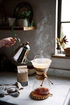 カフェというからには、コーヒーはやっぱりハンドドリップで淹れたいところ。美味しさはもちろん、おしゃれ感や香りも味方につけて、リラックスしたひとときを。