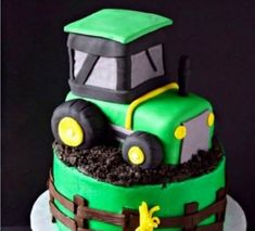 You will love this John Deere Tractor Cake Tutorial and we have video instructions to show you how. Check out the ideas now.