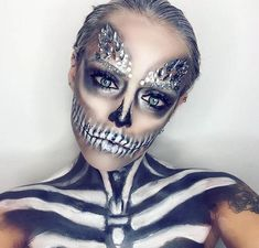 Halloween make up Gem Makeup, Crazy Makeup, Pretty Makeup, Beauty Makeup, Happy Halloween, Halloween Looks, Halloween Inspo, Face Gems, Face Jewels