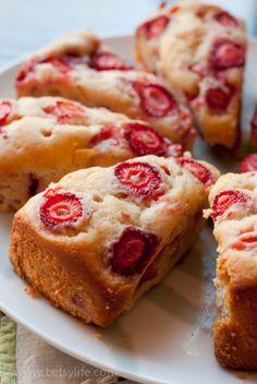 Strawberry Breakfast Cake  betsylife.com