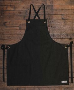 Our Kyoto Bib has a smaller body width and length than the Reggie and Bond St. The ties on this apron are a crossback style (see photo on model). The Kyoto bib are all heavy duty, durable USA an Mais Diy Sewing Projects, Sewing Hacks, Sewing Crafts, Industrial Aprons, Black Apron, Leather Apron, Bib Apron, Sailing Outfit, Sewing Aprons
