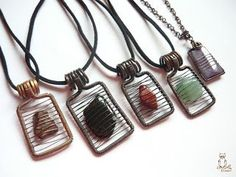 Wire wrapped jewelry - Great for small pieces of glass or flat little stones Jewelry wire wrap wrappin – Wire wrapped jewelry Sea Glass Jewelry, Stone Jewelry, Metal Jewelry, Beaded Jewelry, Handmade Jewelry, Handmade Copper, Crochet Wire Jewelry, Rock Jewelry, Gothic Jewelry