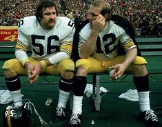 Google Image Result for http://i.cdn.turner.com/si/multimedia/photo_gallery/1101/nfl-pittsburgh-steelers-classic-photos/images/ray-mansfield-terry-bradshaw-001299112.jpg