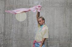 ¡ PIÑI STYLEHOY SOLO PARA NOSOTROS ! Os quiero presentar a MANOLO y lo escribo en mayúscula porque ha sido toda una revelación para mí . Blogger , diseñador y estilista, así es como se define co…