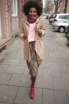 I simply love colors… Alexander Mcqueen Scarf, Thrifting, Capri Pants, Rock, Autumn Fall, Instagram Posts, Outfits, Colors, Fashion