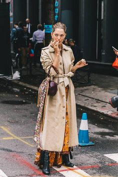 Style Inspiration: Trench coats outfits for spring – M trench coat outfit trench coat . Trench Coat Outfit, Long Trench Coat, Coat Dress, Burberry Trench Coat, Long Duster Coat, Long Coat Outfit, Camel Coat, Looks Street Style, Looks Style