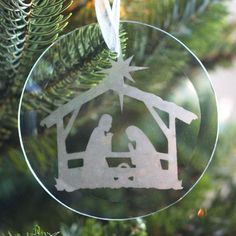 Make this beautiful glass etched Nativity ornament for your Christmas tree!