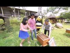 Shinta dan Marsya Jalan-jalan ke Agro Wisata Petik Madu Rimba Raya dan Jatim Park 1 - Weekend List - YouTube
