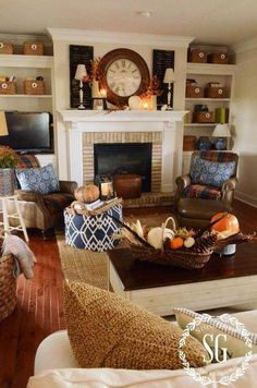 35 Fall Living Room Decorating Ideas Transition your summer living room into fall with these gorgeous fall living room decorating ideas! Transitioning your living room decor from summer to fall doesn't require a complete decorating overhaul. See how these Fall Living Room, Cozy Living Rooms, Home And Living, Living Room Warm Colors, Small Living, Modern Living, Family Room Colors, Decoration Inspiration, Decor Ideas