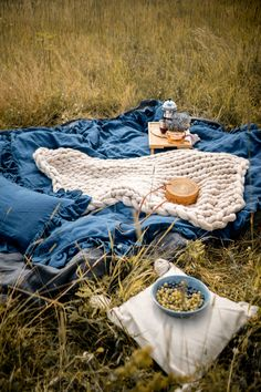 Medium throw blanket from merino wool. Also perfect to use outside. Available in beige and more beautiful colors. Picnic Photography, Picnic Blanket, Outdoor Blanket, Picnic Decorations, Picnic Date, Chunky Knit Throw, Warm Home Decor, Romantic Picnics, Cozy Cottage