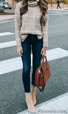 30 Ultimate Trending Fall Outfits To Wear Right Now Outfits 2019 Outfits casual Outfits for moms Outfits for school Outfits for teen girls Outfits for work Outfits with hats Outfits women Trendy Fall Outfits, Casual Winter Outfits, Winter Fashion Outfits, Look Fashion, Autumn Winter Fashion, Trending Outfits, Women Fashion Casual, Casual Wear For Women, Casual Outfits Classy