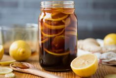 Remedies For Colds Lemon, ginger and honey : All-natural cold/flu remedy - You can make this immunity boosting, body soothing concoction ahead of time and store in the fridge. I usually keep my mixture for about two months, and then make a new batch. Cold And Cough Remedies, Home Remedy For Cough, Natural Cold Remedies, Flu Remedies, Health Remedies, Best Cold Remedies, Ginger And Honey, Ginger Tea, Honey Lemon