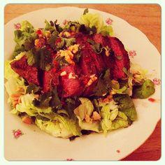 En het hoofdgerecht, Thaise biefsalade met geroosterde pinda's en chilidressing. #salade #healthy #gezond #foodies #foodporn #genieten #chicascooking #lorrainepascale