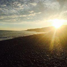 【chan_ayaya】さんのInstagramをピンしています。 《午前5時、朝焼けのお日様  #海#sea#seaside#新潟#ヒスイ海岸#海岸#弾丸#drive#朝日#日の出#sunrise#my#favorite#photo#📷#🌊#☀️#無加工  伊那発のち新潟の海岸着 弾丸ドライブで朝日拝もうぜ企画、 非常に良きでしたまる👏 久々まともな時間に日光浴びた インドア女子わたなべお気に入りの 素敵photo。thanks。》