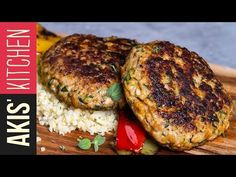 Chicken burger patties by Greek chef Akis Petretzikis. Chicken burgers with bulgur and sautéed vegetables for a quick, easy tasty meal that is ready in minutes! Ground Chicken Recipes, Chicken Recipes Video, Easy Delicious Recipes, Yummy Food, Greek Cooking, Love Eat, Burger Recipes, Greek Recipes, Tasty Dishes